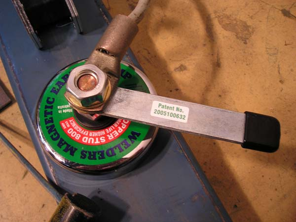 Magnetic erth clamps for welders